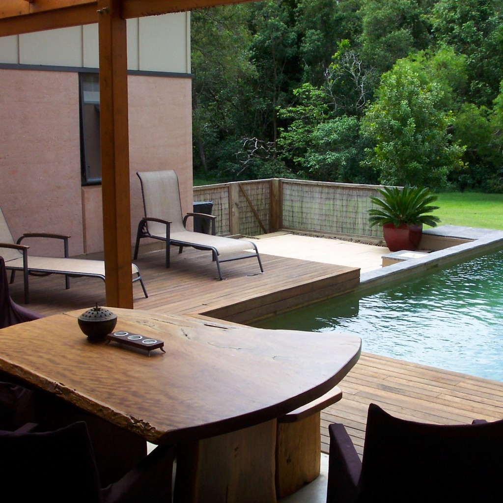 Doonan rammed earth home, pool