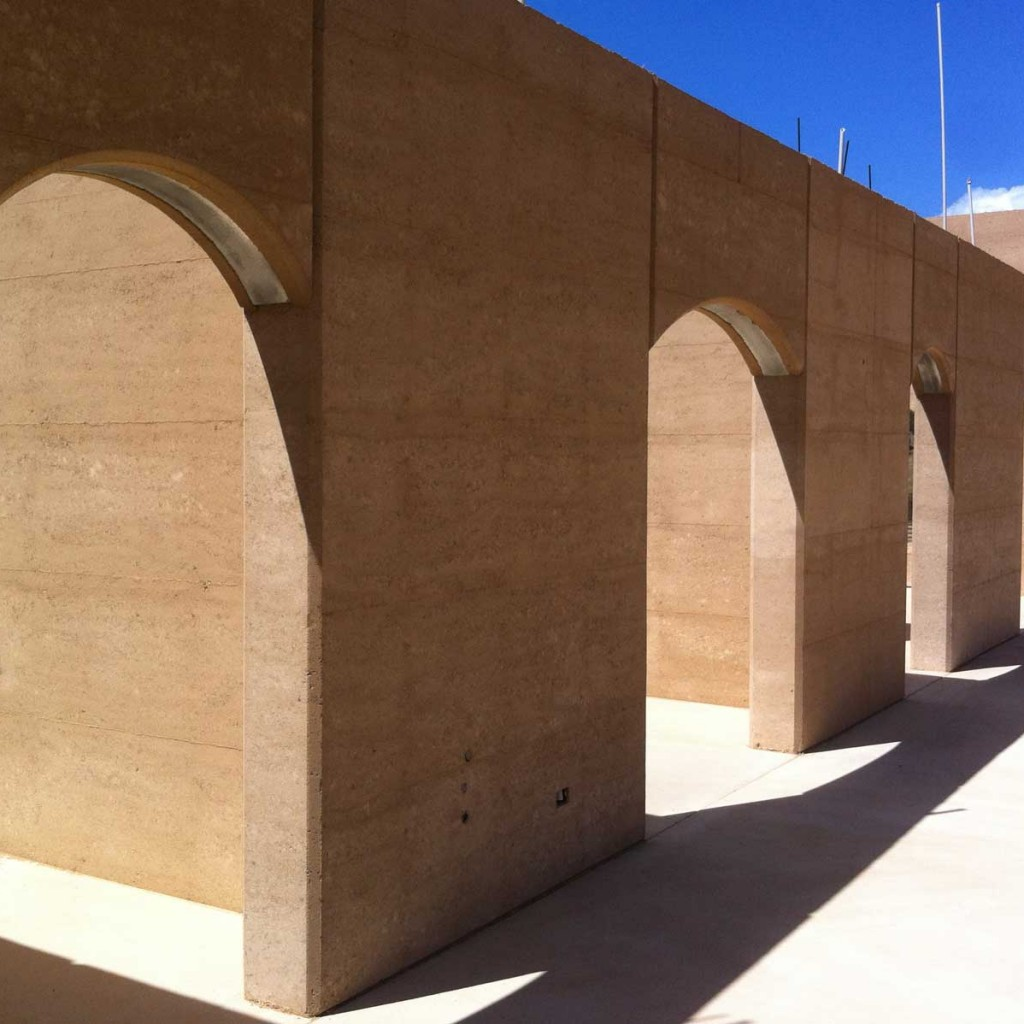 Rammed earth arches, Queensland
