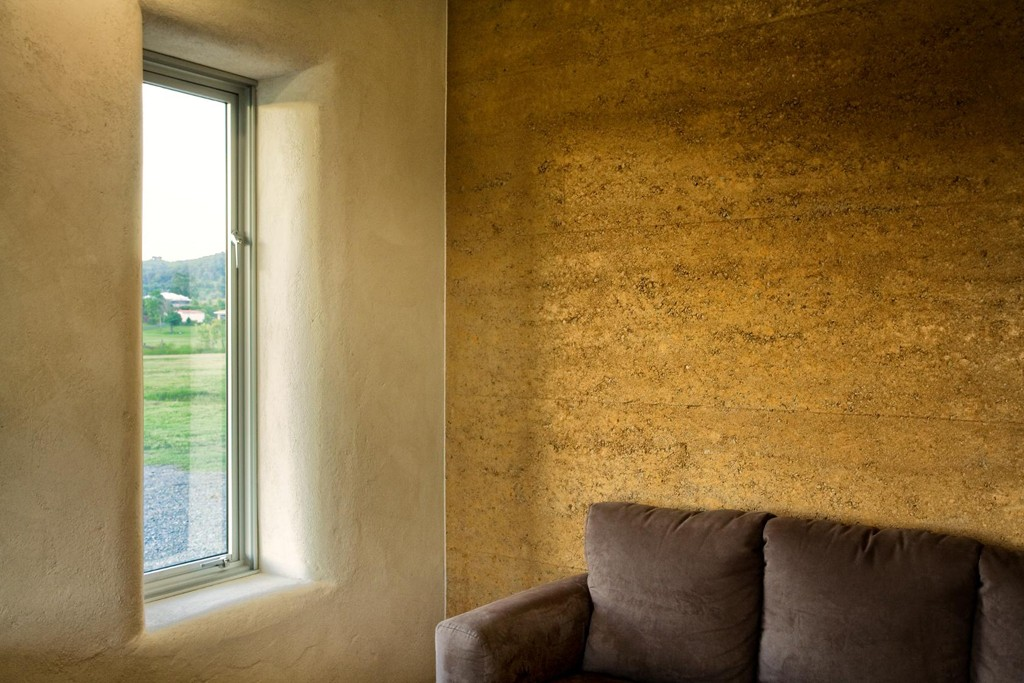 Rammed earth and strawbale walls, Queensland