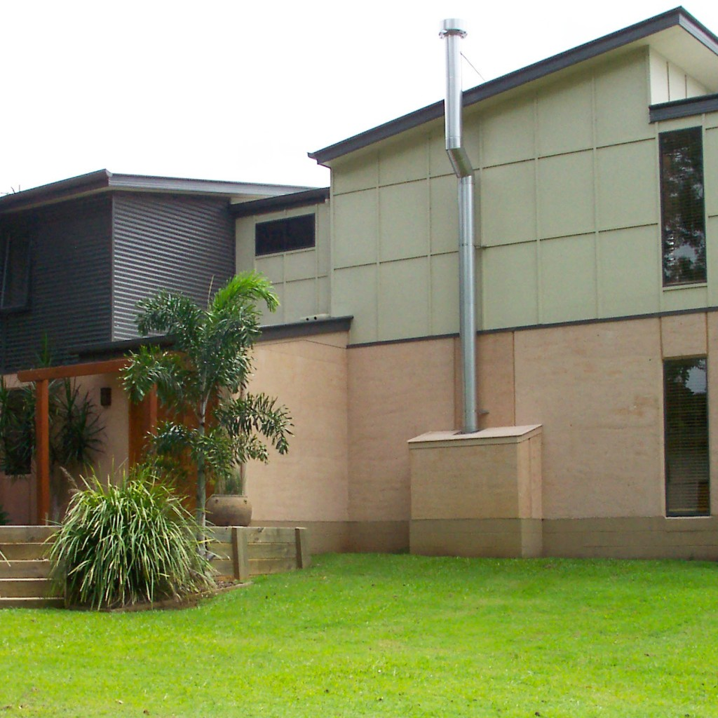 Award winning rammed earth, colorbond and FC sheeting home near Noosa