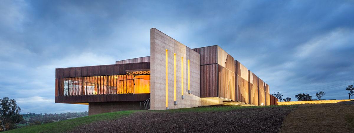 Rammed earth blade wall, award winning Garangula Gallery