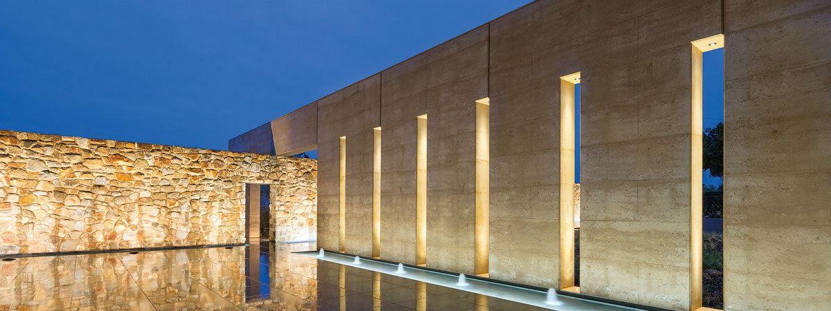 Rammed earth and rock entry walls, award winning Garangula Art Gallery, NSWarth and rock walls, Garangula Gallery